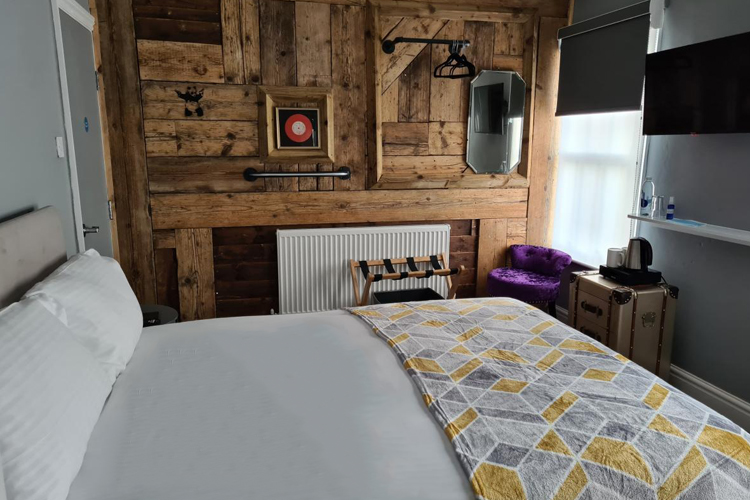 Room1 of the Carpenters Arms Hotel from Blond Hotels in Boston Lincs