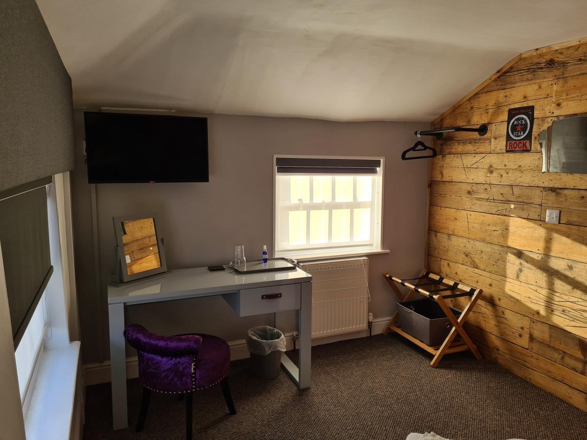 Room 4 The Carpenters Arms Hotel from Blond Hotels Boston Lincs